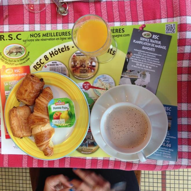 Hotel Restaurant le Grand Val breakfast buffet