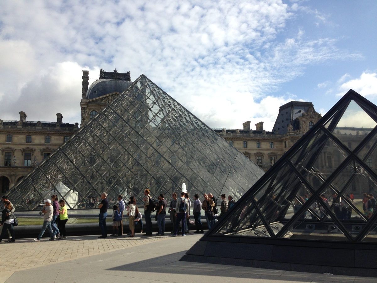 The line for the Louvre in summer 2014, which wrapped all the way around the Courtyard and through the pyramids. Skip the wait with the Paris Museum Pass!