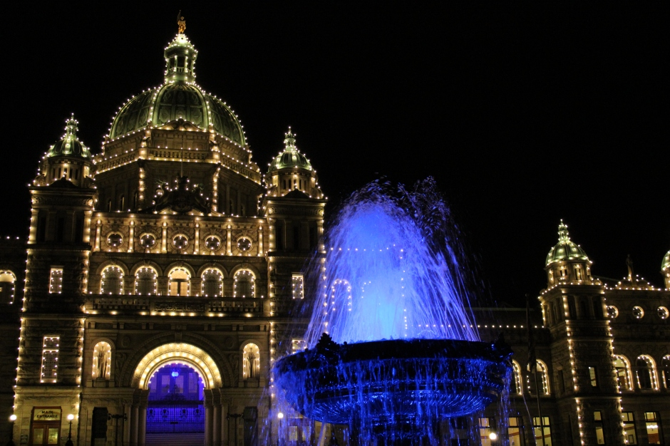 Parliament Buildings of British Columbia Lights up the Night