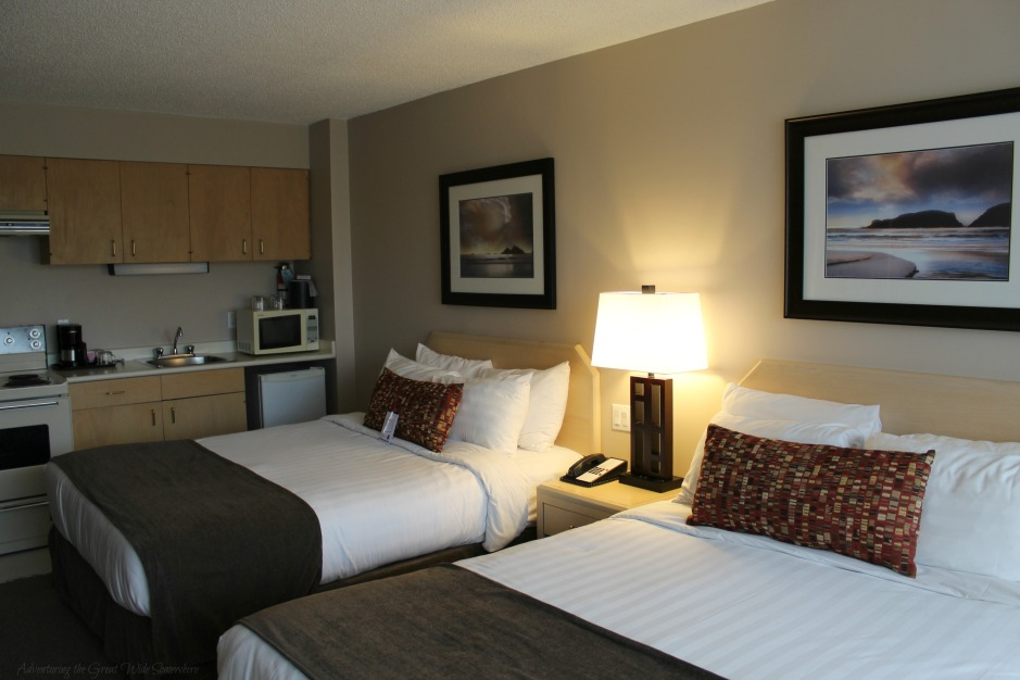 Comfy Queen Beds and Kitchenette in Victoria's Embassy Inn