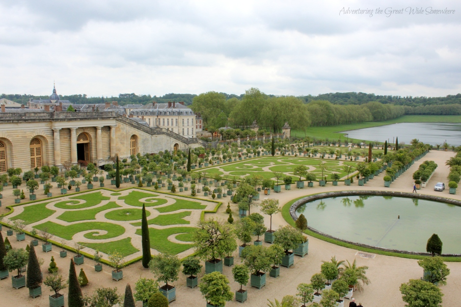 beautiful-view-of-the-chateau-and-gardens-of-versailles